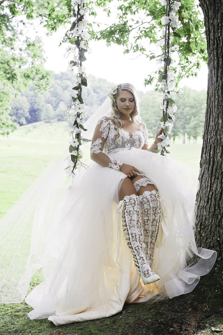 An Enchanting West Virginia Vineyard Wedding Lauren And Justin